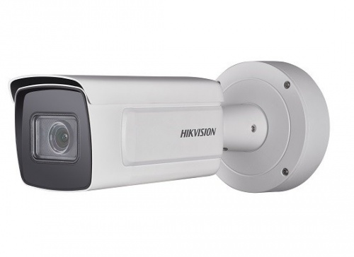 Hikvision Cámara IP Bullet IR para Interiores/Exteriores DS-2CD7A26G0/P-IZS, Alámbrico, 1920 x 1080 Pixeles, Día/Noche