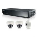 Samsung Kit de Vigilancia SRK-3030S de 3 Cámaras (2x Domo + 1x Fisheye 5MP) y Grabadora NVR PoE 1TB de 4 Canales